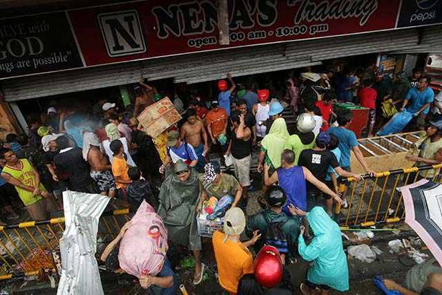 Typhoon Haiyan Looting